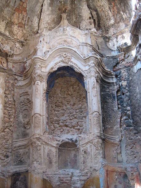 Altar de la ermita del Calvario de Canet lo Roig