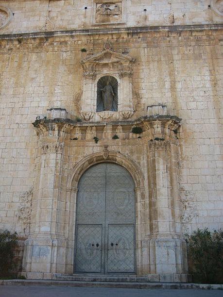 Portada de la iglesia de la Asunción de Cuevas de Vinromá