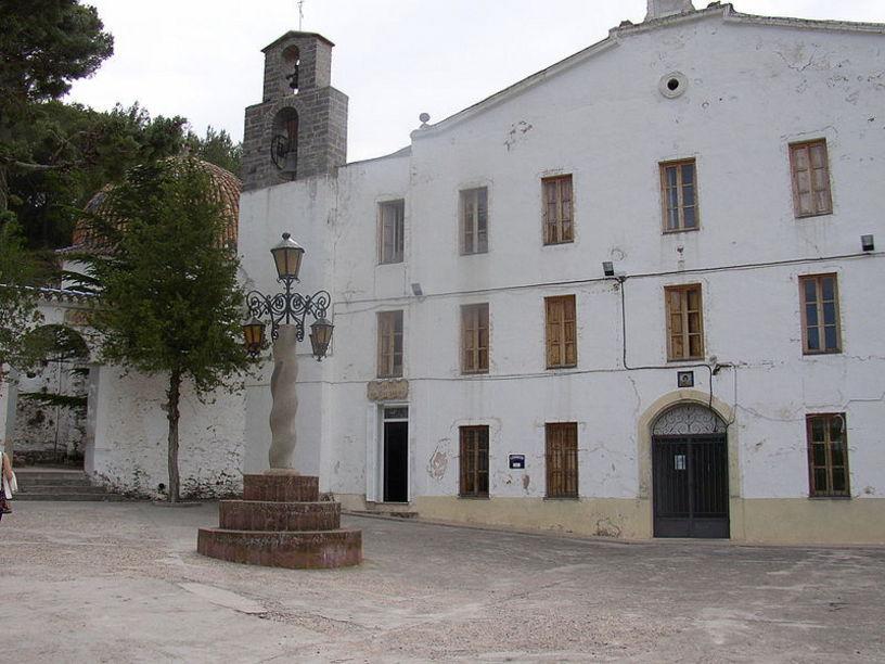 Vista exterior de el Santuario de la Cueva Santa en Altura