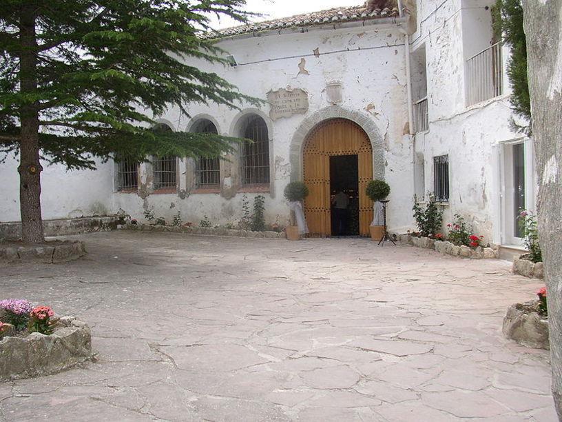 Entrada de la Santuario de Nuestra Señora de la Cueva Santa
