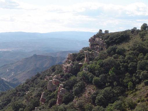 Vsta a lo lejos de el poblado de Almedijar