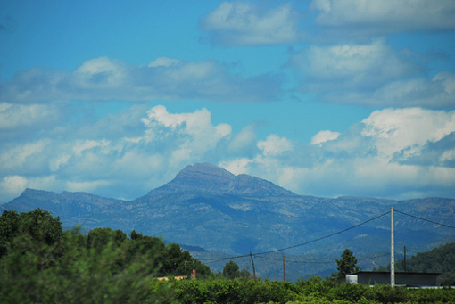 Vista de el macizo de  Peñagolosa desde la carretera