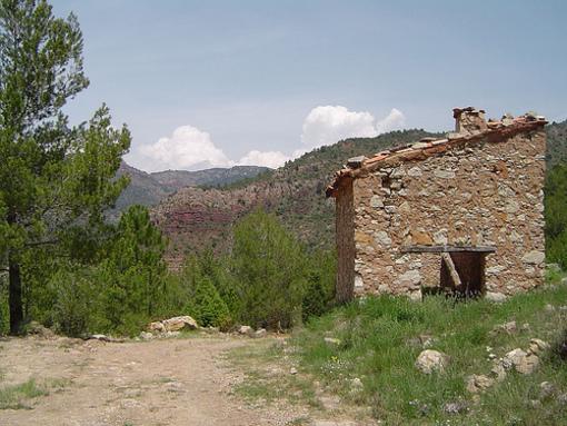 Casas rústicas de piedra en el Pacizo de Peniagolosa