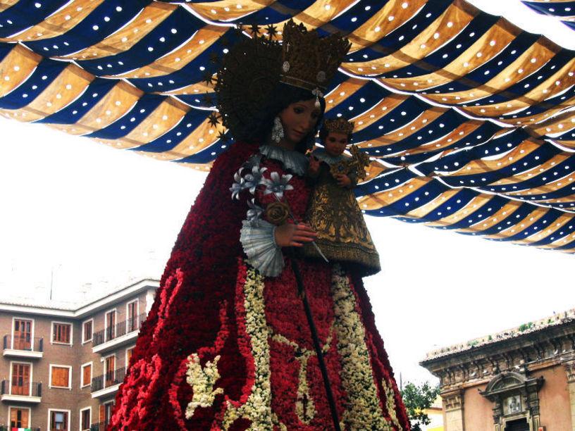 Imagen de la Virgen de los Desamparados, Procesión en Valencia