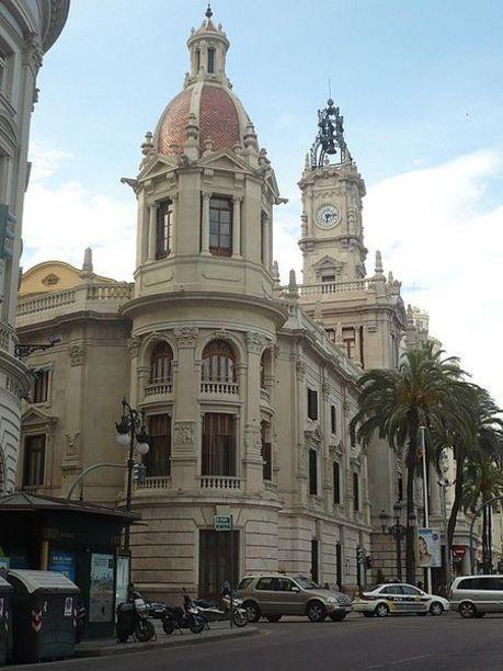 Vista lateral del Ayuntamiento de Valencia