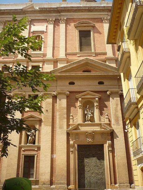 Fachada principal de la Iglesia de las Escuelas Pías de Valencia.