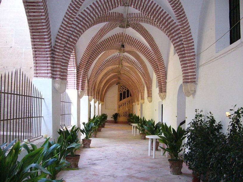 Lateral del claustro y escalera, Monasterio de San Jerónimo de Cotalba, Alfahuir