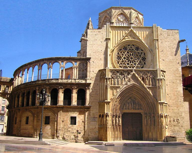 Catedral de Santa María: puerta de los Apóstoles, cimborrio y Obra Nova, Valencia