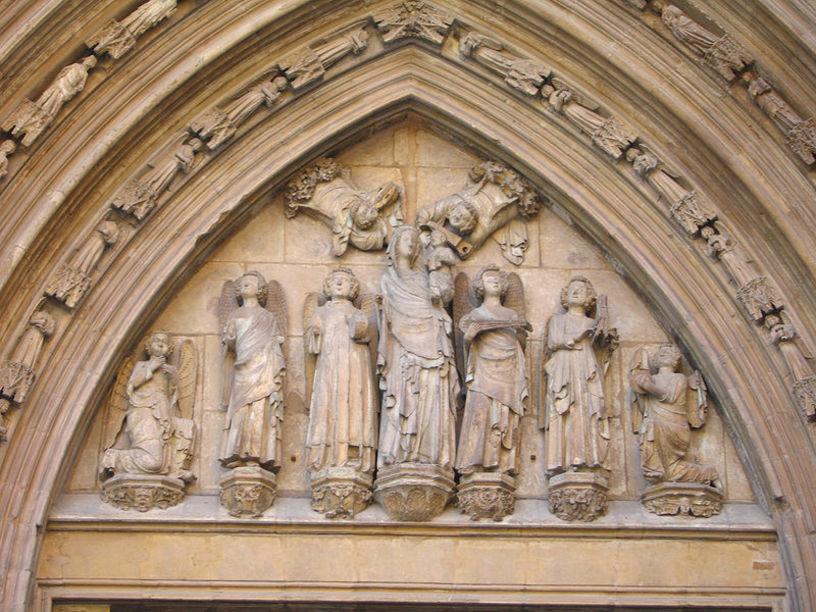 Detalle de la portada de la  Catedral de Valencia