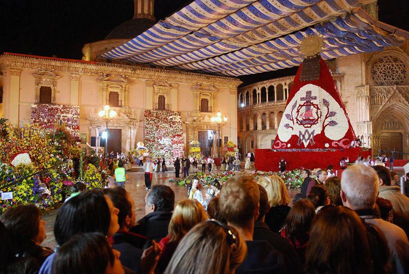 Ofrenda a la Virgen en Fallas, Palaza de la Virgen, Valencia