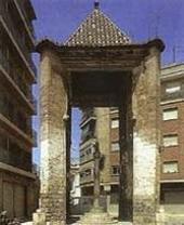 Creu de Mislata situada marcando el término municipal entre Mislata y Valencia