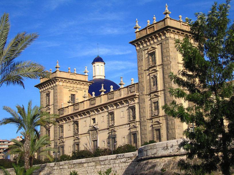 Vista posterior de el Museo de Bellas Artes de Valencia