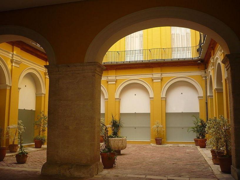 Palacio del Marqués de campo, frente al Palacio Arzobispal en Valéncia.