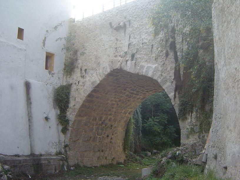 """Puente de la Calle de la Cadena o """"Puente Romano"""" en Mogente"""