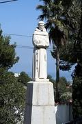 Monumento a Fray Pedro Esteve en las faldas del Montgó (Denia, Alicante)