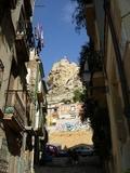 Vista desde el Barrio Santa Cruz del Castillo Santa Bárbara, sobre el monte Benacantil