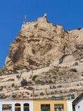 Vista del Castillo desde el barrio de la Santa Cruz Alicante