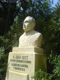 Monument a Juan Orts Román en el Jardí Botànic Hort del capellà en L'Elx