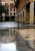 Calles del centro histórico del El Elche bajo la lluvia