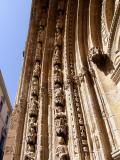 Deatlle de una de las puertas de la Catedral del Salvador en Orihuela
