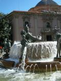 Detalle de la fuente de la plaza de la Virgen en Valencia